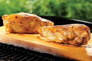 Pollo con miel en tabla de cedro