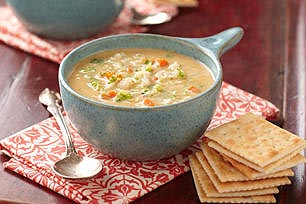 Sopa cremosa de vegetales y queso