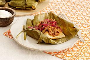 Tamales de cerdo con cebollas encurtidas