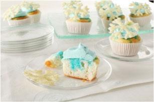 White Chocolate-Snowflake Cupcakes Image 1