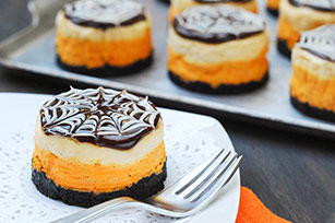 Mini Cheesecakes with Spider Webs for Halloween Image 1