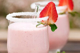 Creamy Cherry-Strawberry Smoothies Image 1
