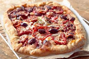 Pizza rustique aux tomates et aux olives Image 1