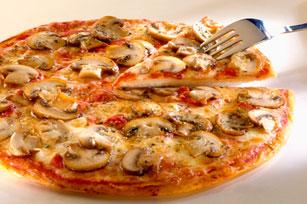 Pizza aux champignons, à l'ail et aux herbes Image 1