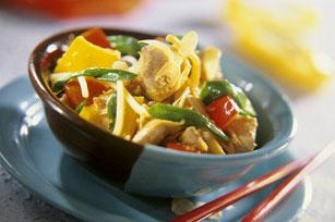 Sauté de poulet aux légumes et aux amandes à l'asiatique Image 1