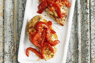 Poitrines de poulet grillées et poivrons rouges rôtis Image 1