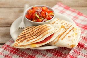 Quesadillas au salami et à la salsa aux tomates Image 1