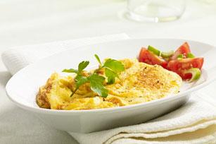 Œufs brouillés et salade de tomates fraîches Image 1