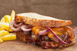 Sandwich au bifteck, au cheddar et à l'oignon Image 1