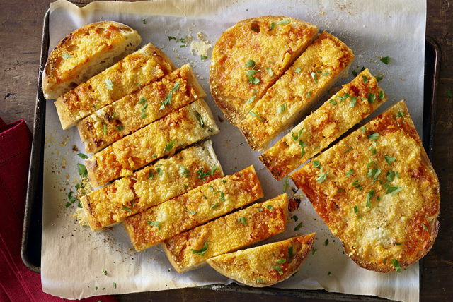 Sriracha Garlic Bread Image 1