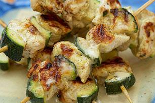 Brochettes de poulet grillé avec sauce à la noix de coco et au cari Image 1