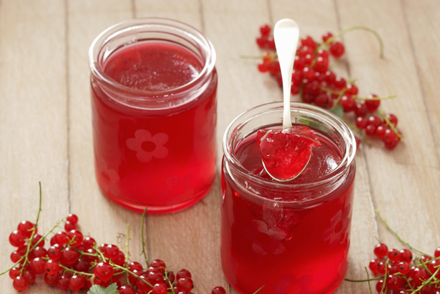 Cooked Light Red Currant Jelly - CERTO Light Crystals Image 1