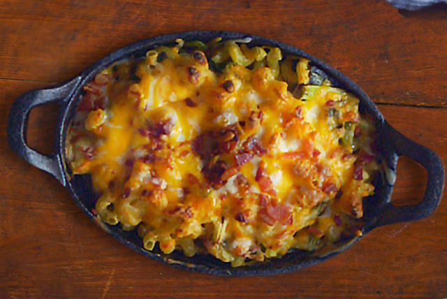 Bacon and Grilled Onion Mac and Cheese Image 1