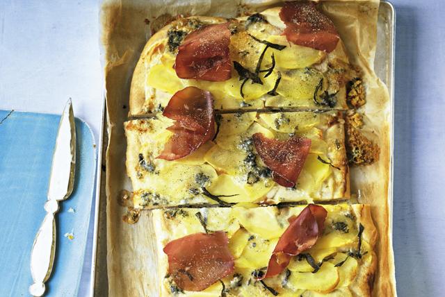 Pizza aux pommes de terre et aux poires Image 1