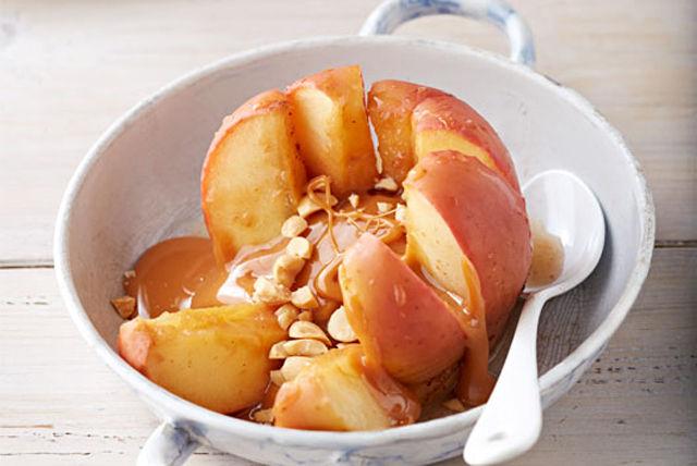 Pommes farcies au caramel et aux arachides Image 1