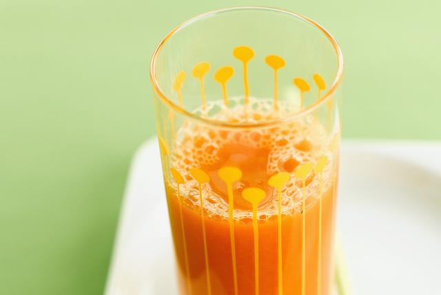 Boisson fouettée aux carottes, à la mangue, à l'orange et au gingembre Image 1