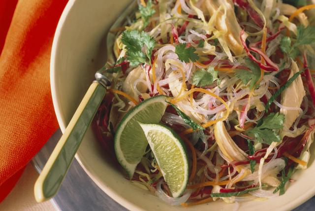 Salade de nouilles au poulet Image 1