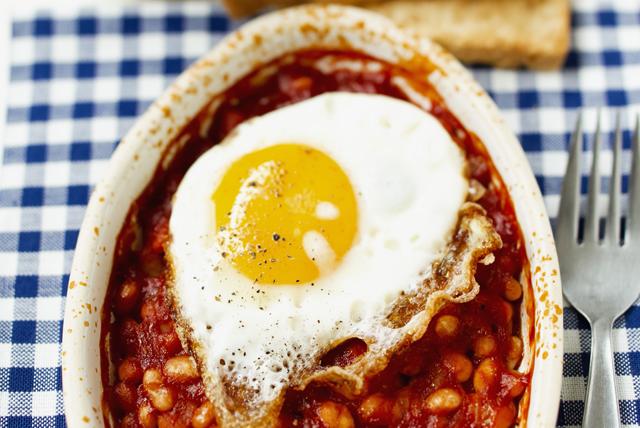 Fèves au lard fumées et œufs croustillants Image 1