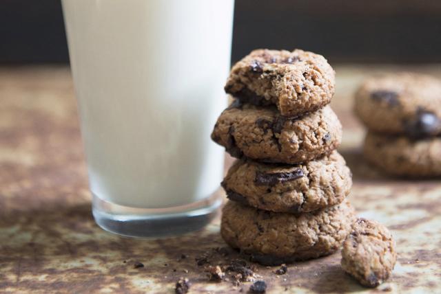 Oatmeal-Chocolate Chunk Flax Cookies Image 1