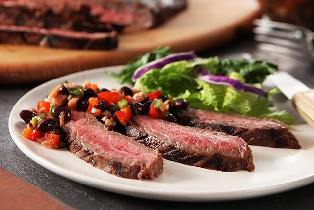 Bifteck de flanc et salsa aux haricots noirs Image 1