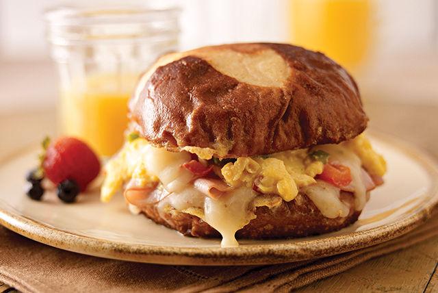 Sandwichs aux œufs, au fromage et au poivron Image 1