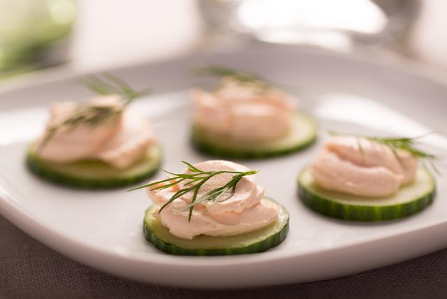 Hors-d'œuvre au concombre, au saumon et au fromage à la crème Image 1