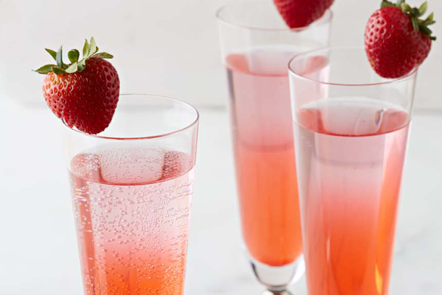 Strawberry-Kiwi Sparkler Image 1