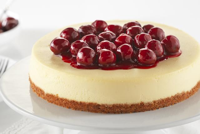 Gâteau au fromage classique avec garniture maison aux cerises Image 1