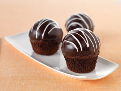 Chocolate-Covered Cookies'N'Creme Cupcakes