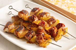 Brochetas de pollo al BBQ con duraznos y tocino