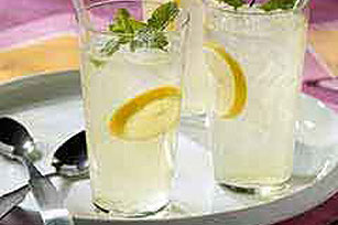 CRYSTAL LIGHT Lemonade Mint Julep Image 1
