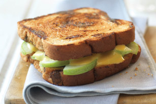 Cheesy Apple Cinnamon Raisin Grill