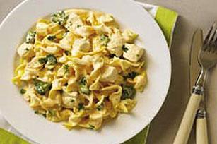 Sartén de fideos con pollo y queso