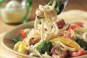 Chicken Pasta Primavera 91208 on oscar mayer carving board en strips