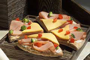Cool Crunchy Ham & Cheese Pita Image 1