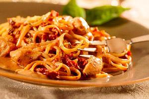 creamy-chicken-tomato-pasta-147560 Image 1