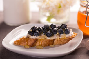Crostini with Blueberries & Honey Pecan Cream Cheese Spread Image 1