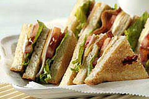 DELI DELUXE Club Sandwich
