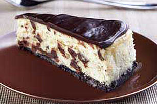 Decadente cheesecake con trozos de chocolate