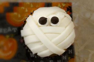 Easy Marshmallow Fondant Mummy Cupcakes Image 1
