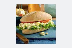 Sencillo sándwich de ensalada de huevos Image 1