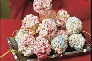 Bolitas de palomitas con malvaviscos y gelatina
