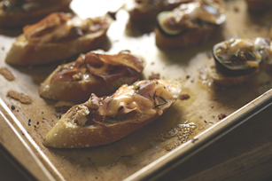 Fig-Prosciutto Crostini Image 1