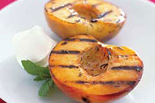 Grilled-to-Perfection Peaches Image 1