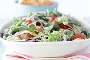 Ensalada de carne de res asada con aderezo de aguacate Image 1