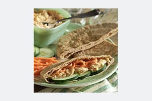 Pan pita con verduras y hummus Image 1