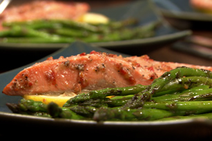 Lemon-Flavoured Salmon with Asparagus
