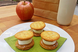 Marshmallow Peanut Butter Cracker Sandwiches Image 1