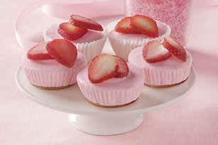 Mini Strawberry Cheesecakes Image 1