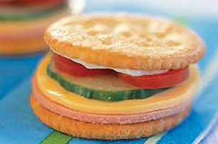 Mini Cracker Sandwiches Image 1